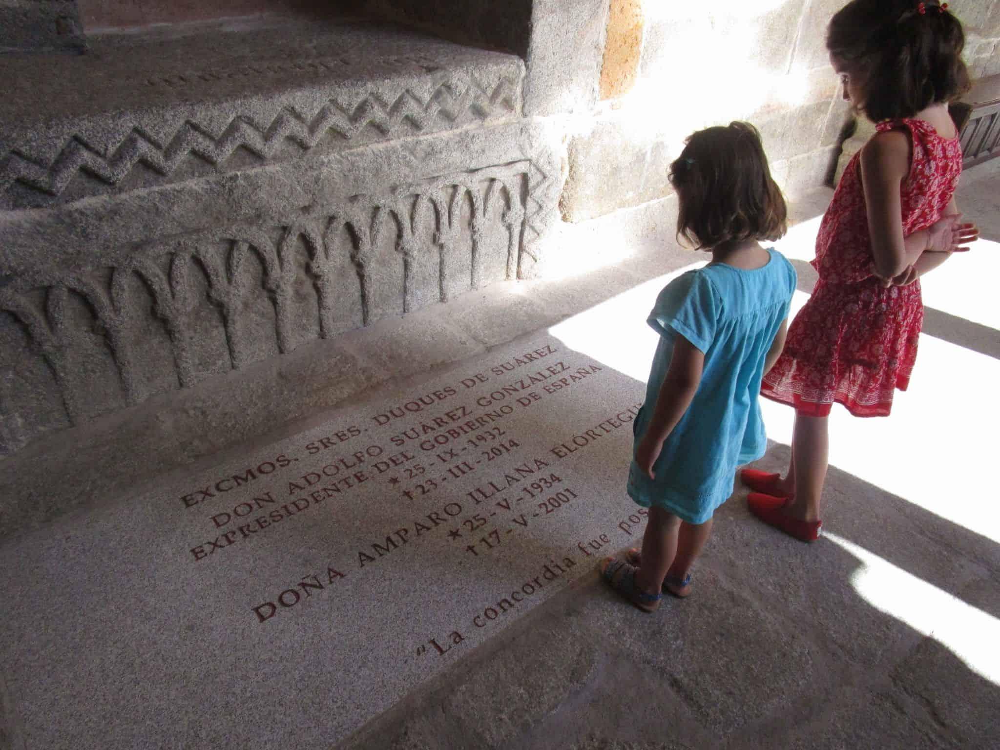 Imagen de la tumba de Adolfo Suárez en la catedral de Ávila