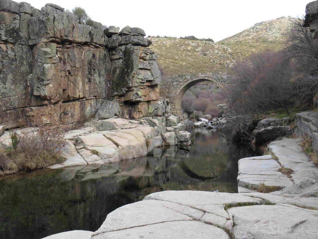 río pozo de las paredes. bañarse en Gredos