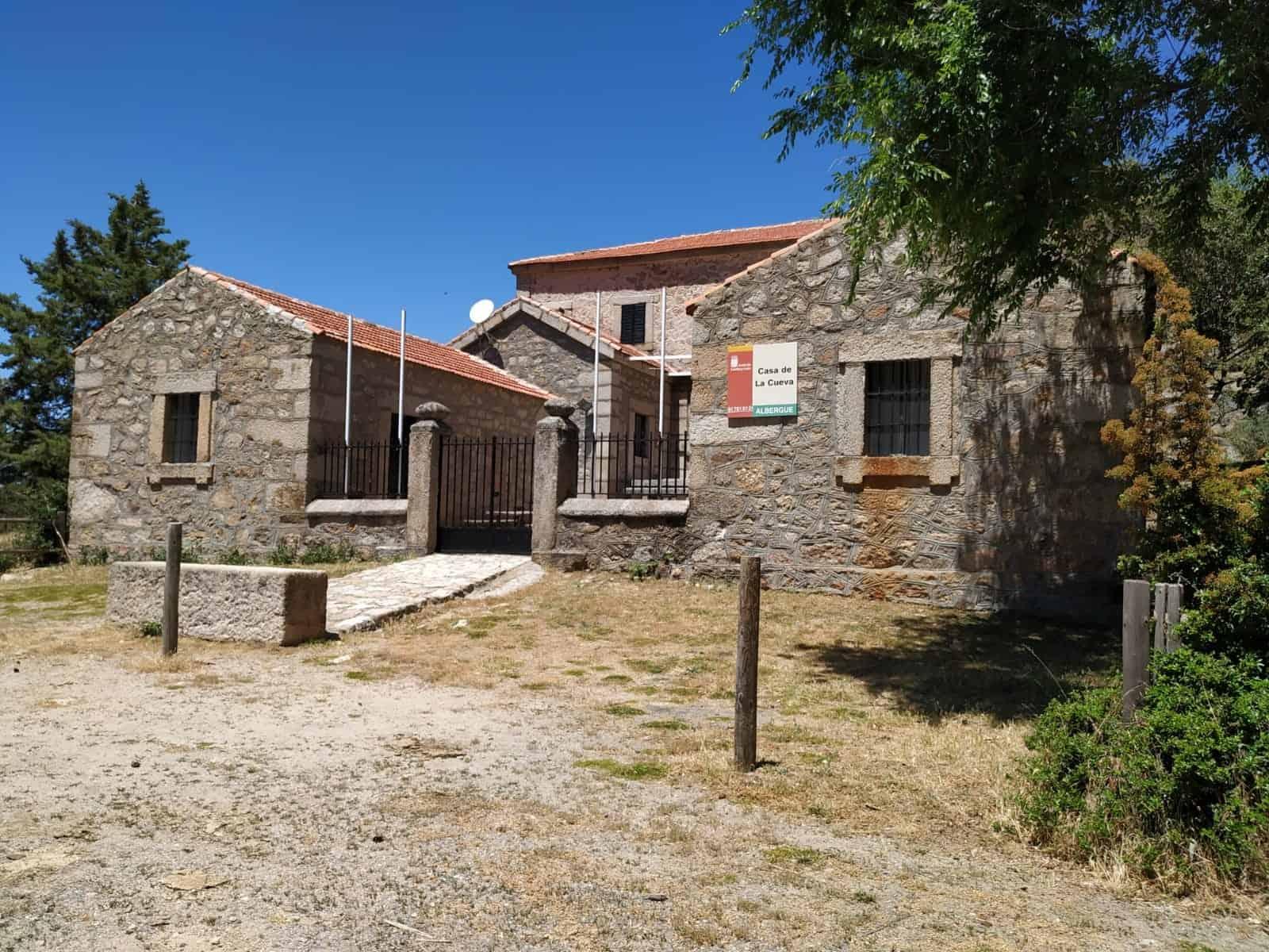 Algergue Casa de la Cueva en Peguerinos