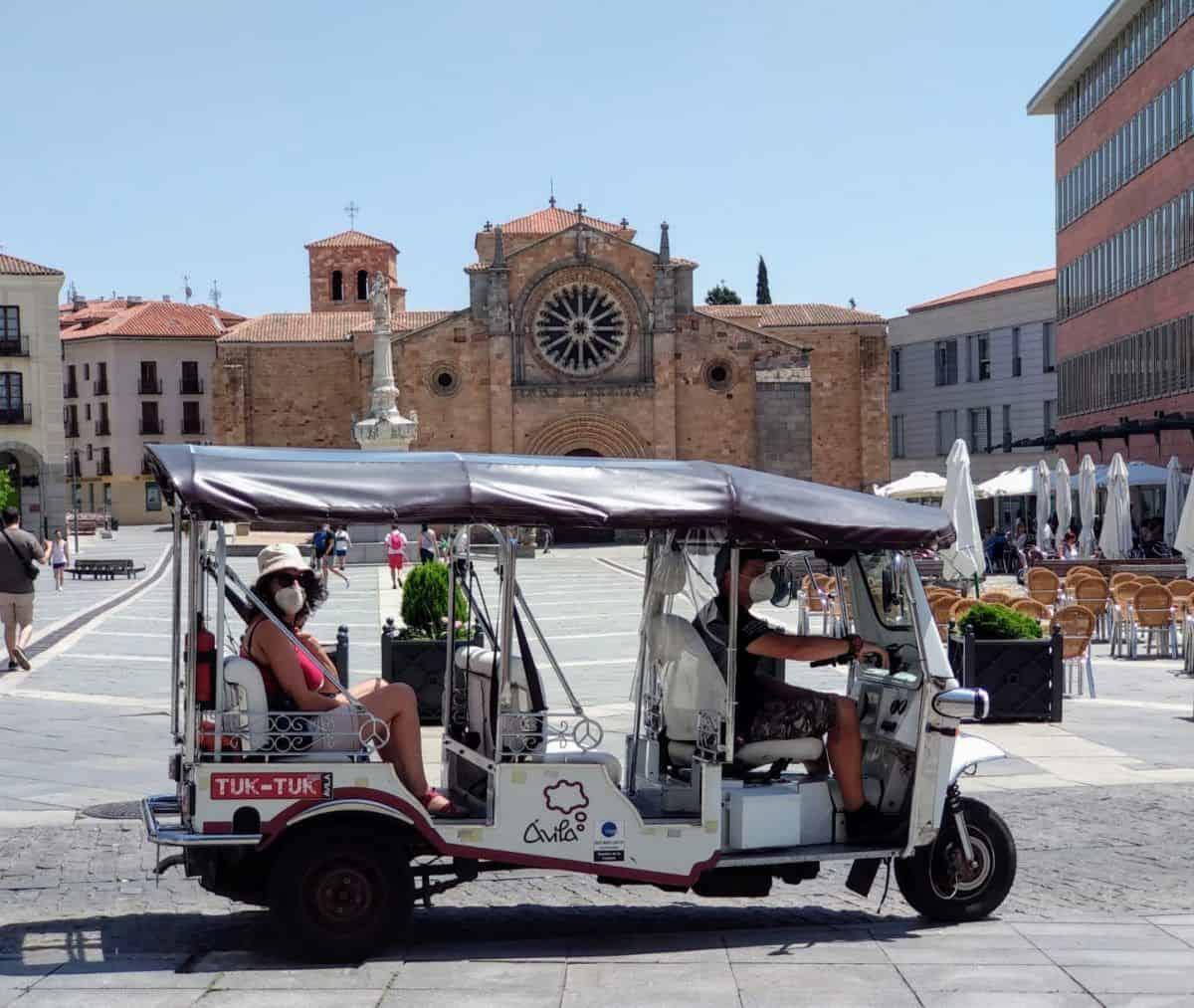 Recorrido turístico en Ávila Tuk tuk