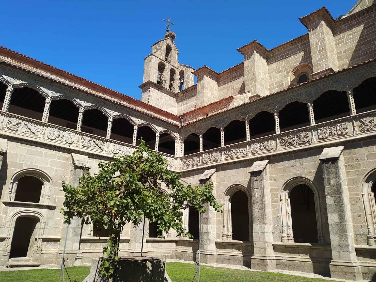 Claustro del silencio. Monasterio de Santo Tomás